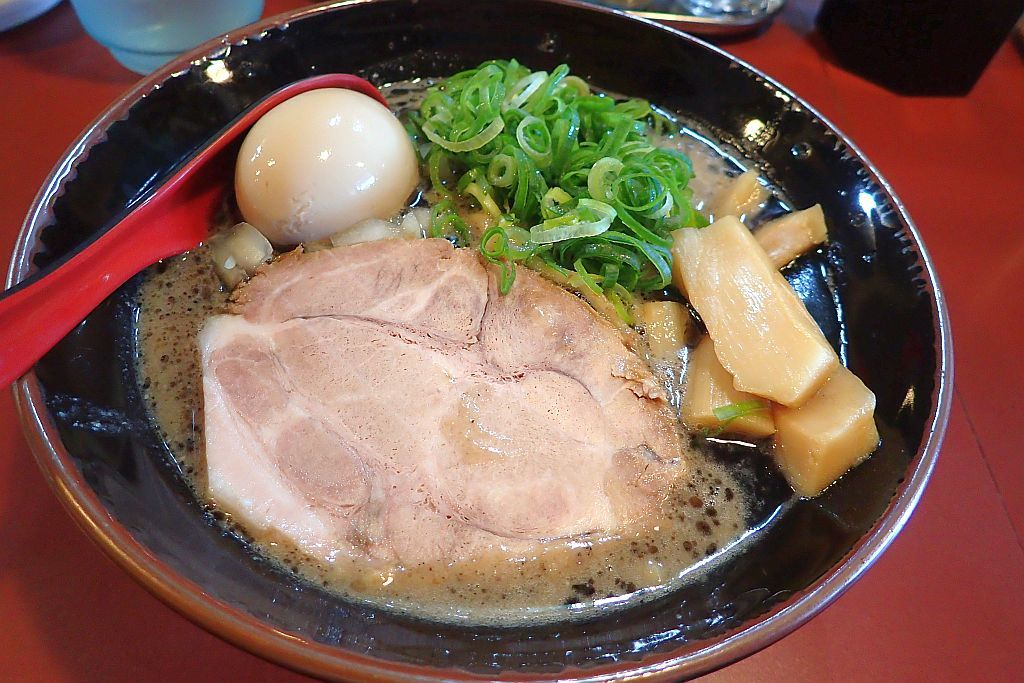 上島「豚鬼」で黒豚骨_e0220163_16264997.jpg