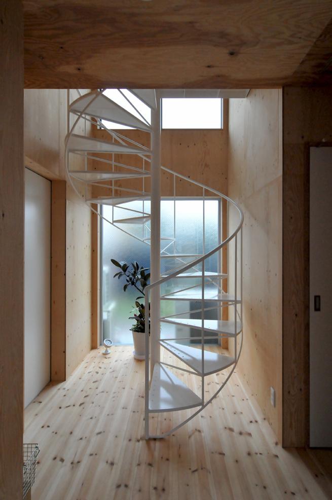 シンプルなラセン階段!_c0148401_18082281.jpg