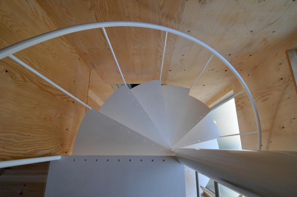 シンプルなラセン階段!_c0148401_18083118.jpg