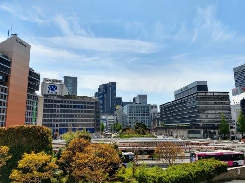 4月26日、日曜日の朝11時、西新宿_a0057402_05451248.jpg