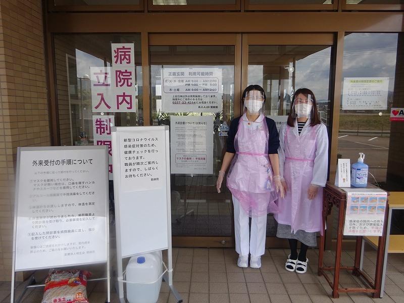 新型コロナウイルス感染症の予防対策を正面玄関で実施中!_b0393105_12284561.jpg