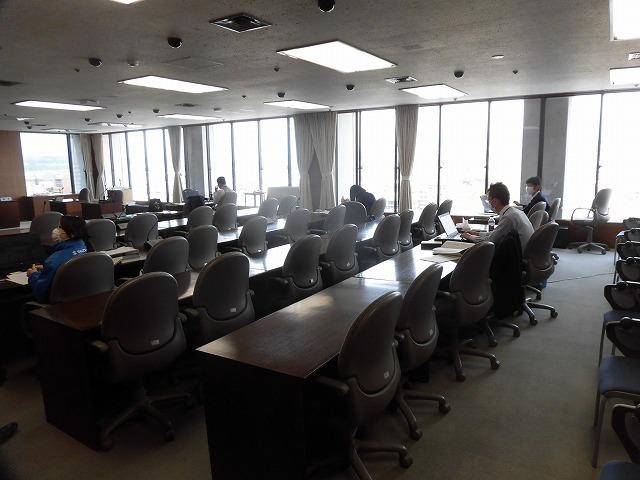 市役所も分散型ワークスタイル そして今日から「新型コロナウイルス感染拡大防止協力金」の受付開始 _f0141310_08041298.jpg