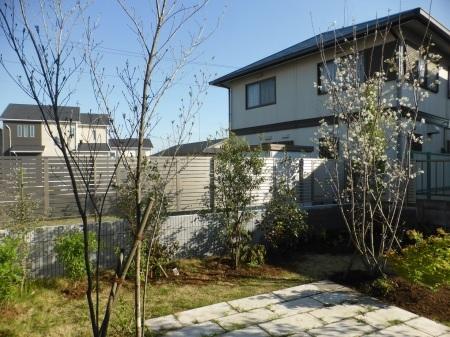 1年前のお庭。2019年の施工例から_e0356655_17244604.jpg
