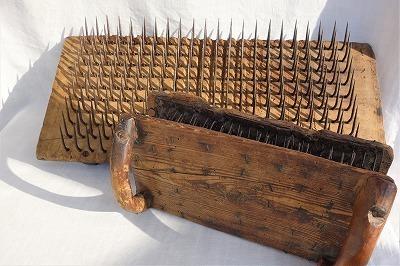 """フランス古道具 \""""C\"""" マットレス職人の道具-羊毛の梳きぐし_e0051968_21081108.jpg"""