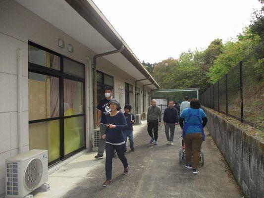 4/28 朝の散歩_a0154110_08183300.jpg