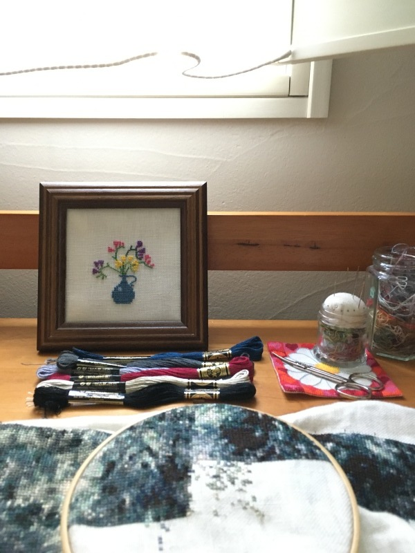 セーヌの水浴と フレメ  青い花瓶の小花 完成_a0374562_09005020.jpeg