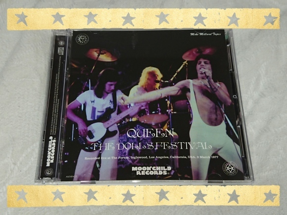 QUEEN / THE DOLL\'S FESTIVAL _b0042308_12271913.jpg