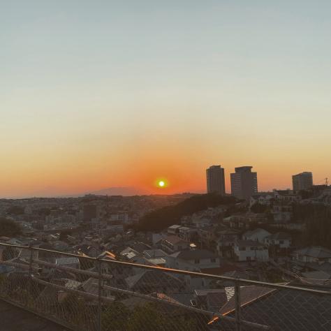 上大岡小学校前からの光景。_a0112393_12561949.jpg