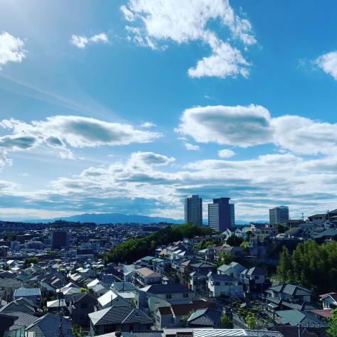 上大岡小学校前からの光景。_a0112393_12562280.jpg