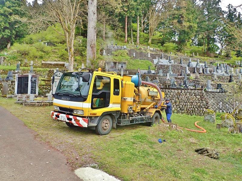 29日には毘沙門堂の「琵琶湖池」で泥上げ作業がありました_c0336902_21403465.jpg