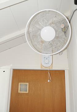 御手洗に扇風機が付きました_b0400632_14061343.jpg