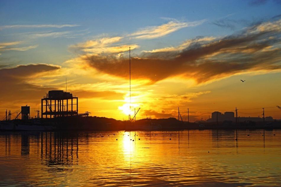 夕暮れの漁港   2020-05-22 更新_e0229455_13240627.jpg