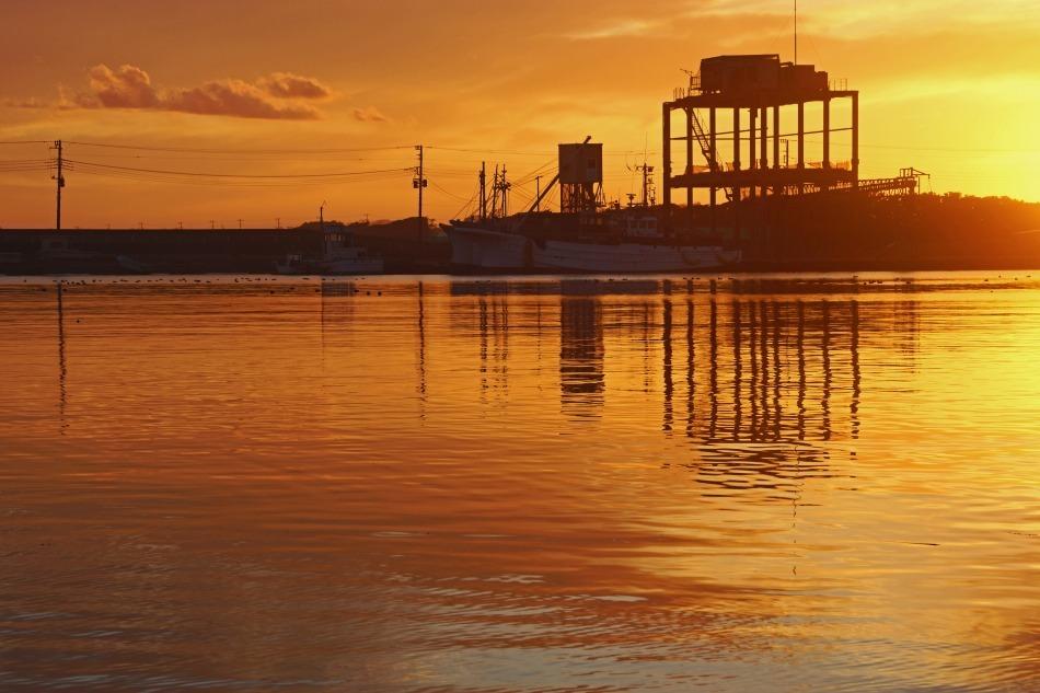 夕暮れの漁港   2020-05-22 更新_e0229455_13241153.jpg