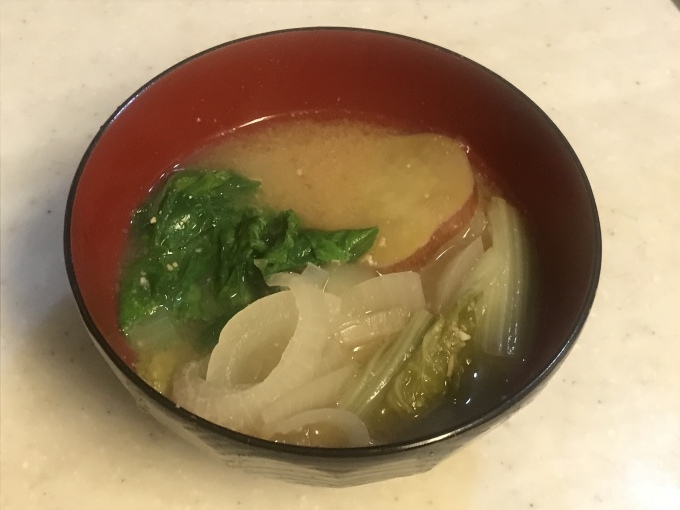 山東菜が主役のお味噌汁_b0100062_18153337.jpeg