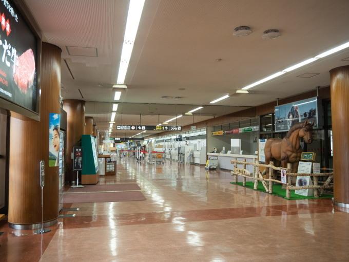 GWお客さんが来ないので・・カフェの床は滑走路になりました!_f0276498_11561505.jpg