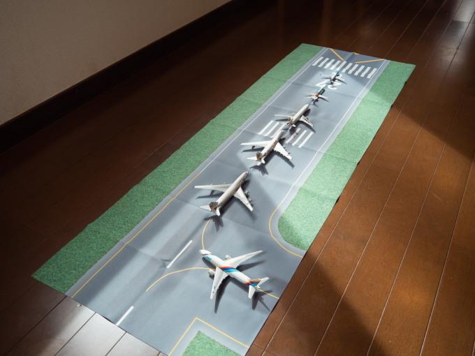 GWお客さんが来ないので・・カフェの床は滑走路になりました!_f0276498_12025113.jpg