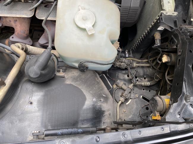 BMW E30エンジンルーム掃除2回目_f0115152_20495467.jpg