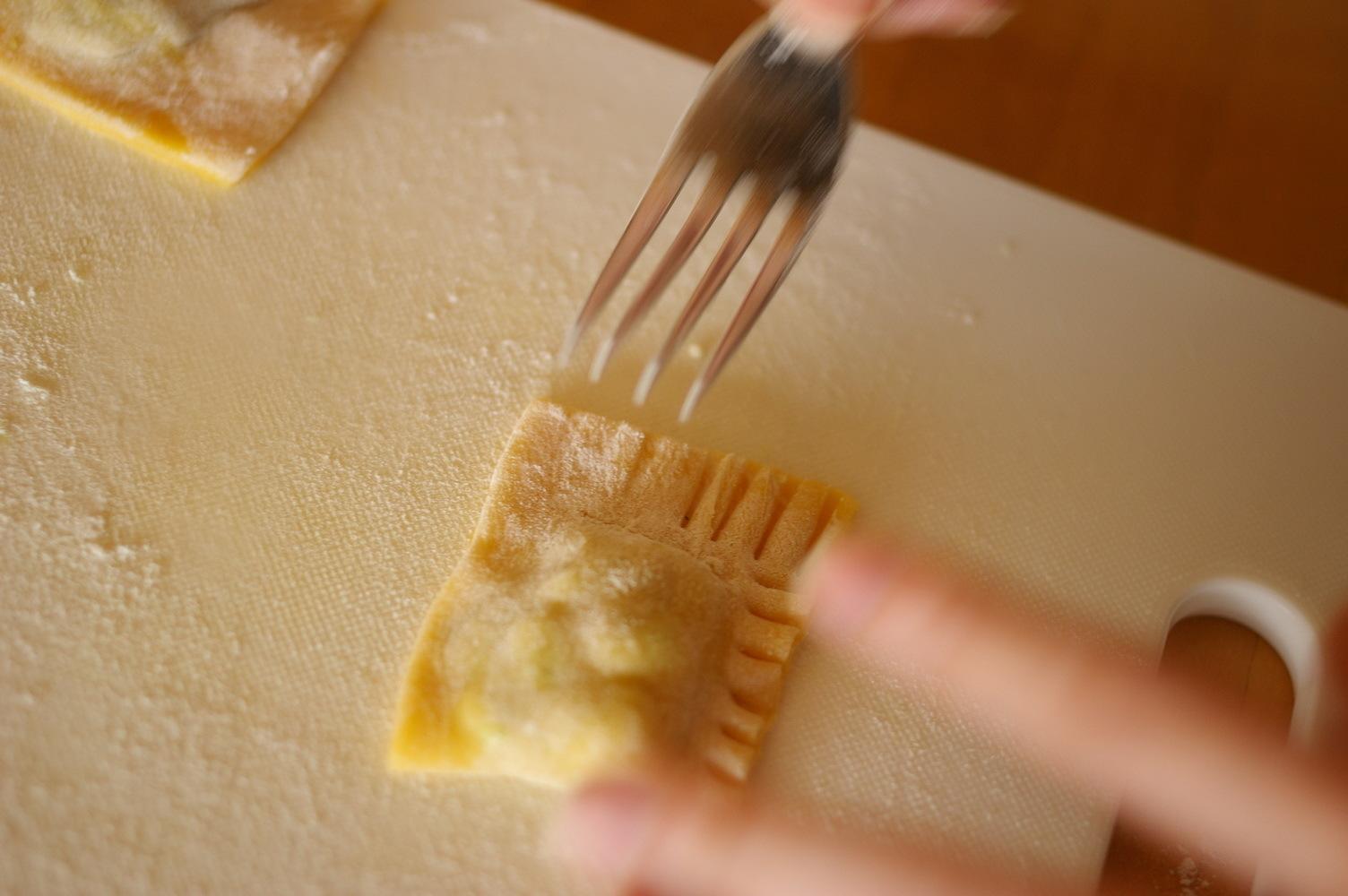 ほうれん草とチーズのラビオリを作ってみる_d0327373_19590529.jpg