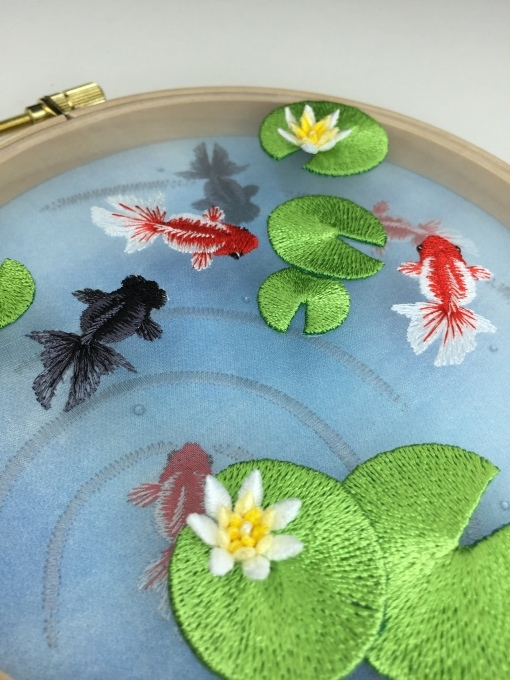 金魚池の刺繍枠飾りϵ( \'Θ\' )϶_e0385587_01463668.jpeg