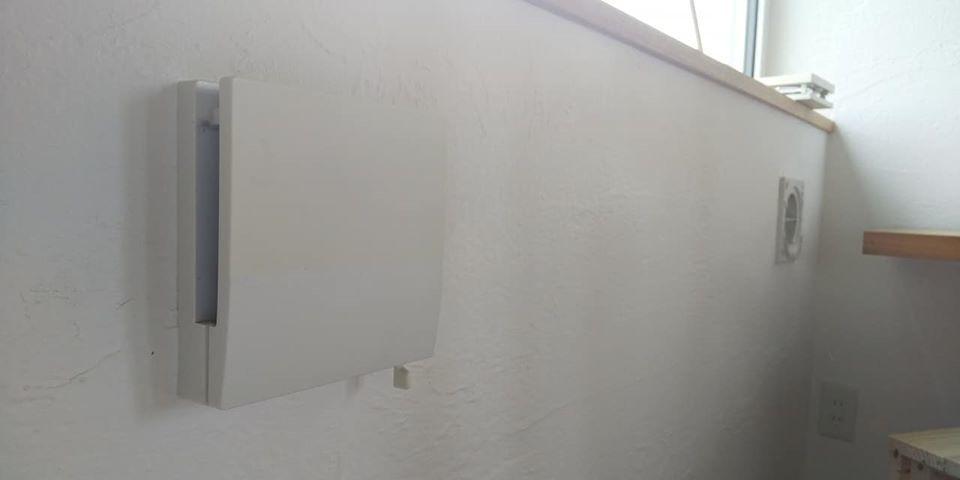 タモ材の飾り棚と、給気口のお手入れ_d0080906_10422280.jpg