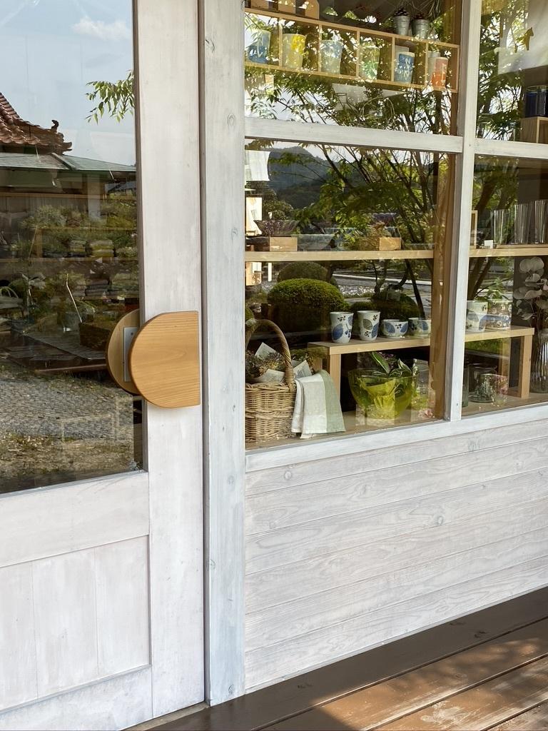入り口周りとデッキのペンキ塗り 〜新緑の頃〜_c0334574_16311861.jpeg