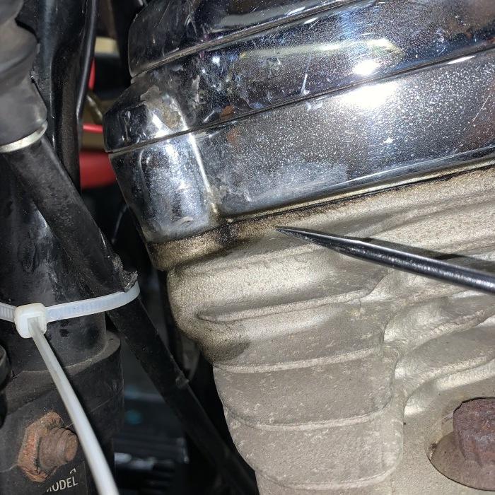 昭和63年製 ヘリテイジソフテイル エンジンオイル漏れ_c0226202_20551093.jpeg