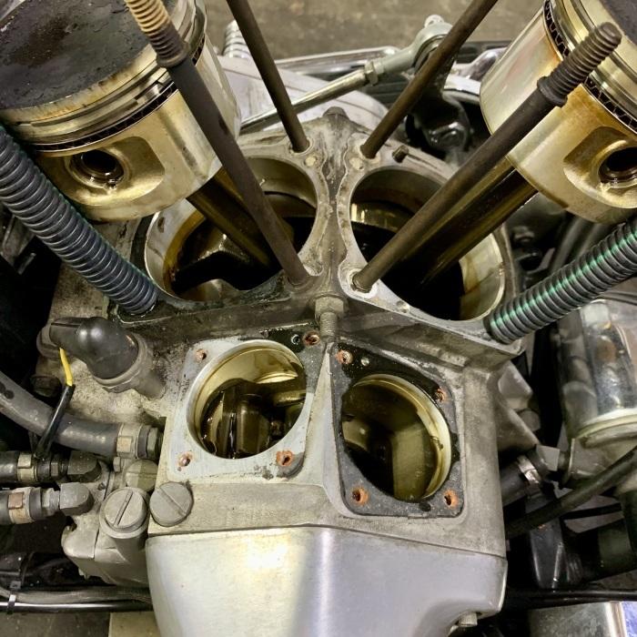 昭和63年製 ヘリテイジソフテイル エンジンオイル漏れ_c0226202_20553464.jpeg