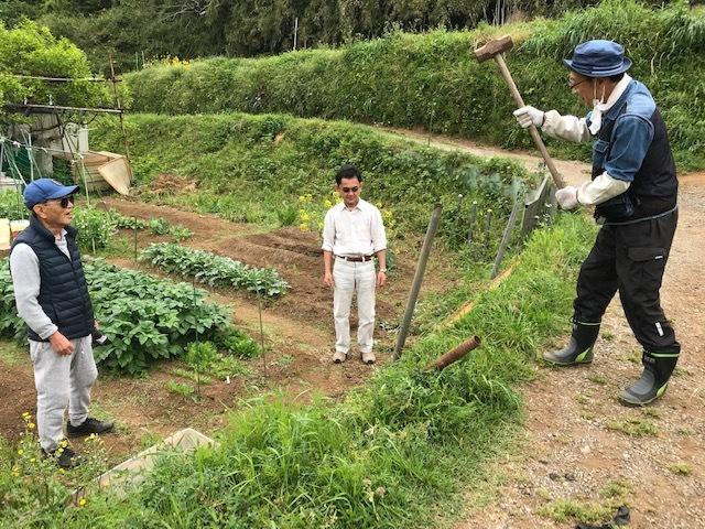 六国見山の畑仲間3人と一緒に農道の道普請5・6_c0014967_17315599.jpg