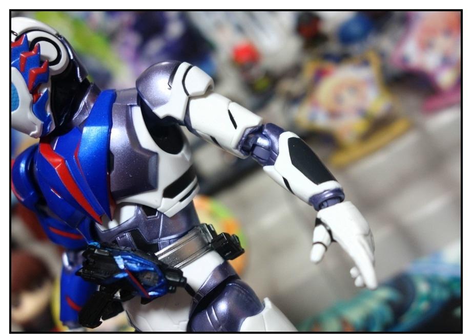 S.H.Figuarts 仮面ライダーバルカン シューティングウルフで遊びまくり!!_f0205396_00050201.jpg