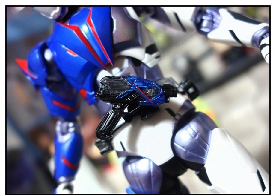 S.H.Figuarts 仮面ライダーバルカン シューティングウルフで遊びまくり!!_f0205396_00055527.jpg