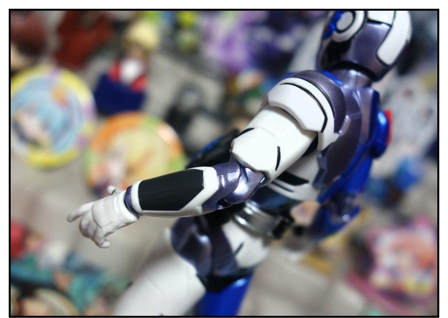 S.H.Figuarts 仮面ライダーバルカン シューティングウルフで遊びまくり!!_f0205396_00055548.jpg