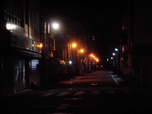 4/29~5/6の休業要請期間中の吉原の街 人と車がいない裏通りと市営駐車場_f0141310_08043159.jpg