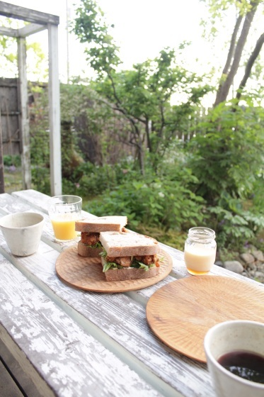 庭で朝ごはん_b0132338_07430413.jpeg