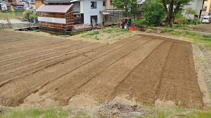 """兼業農家の家庭菜園では\""""畝立て作業\""""でした_c0336902_19062632.jpg"""