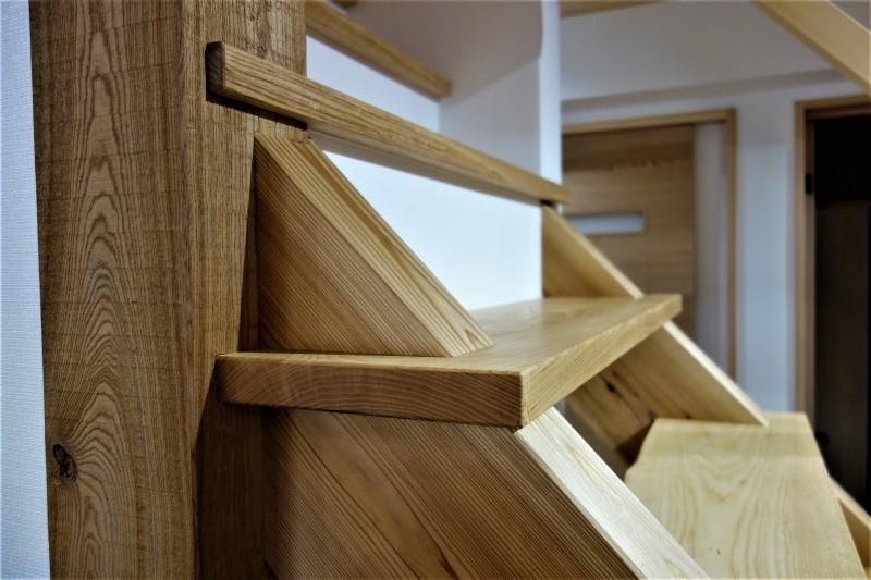 一枚板 木の階段 ブラウンアッシュ_e0156341_06533173.jpg