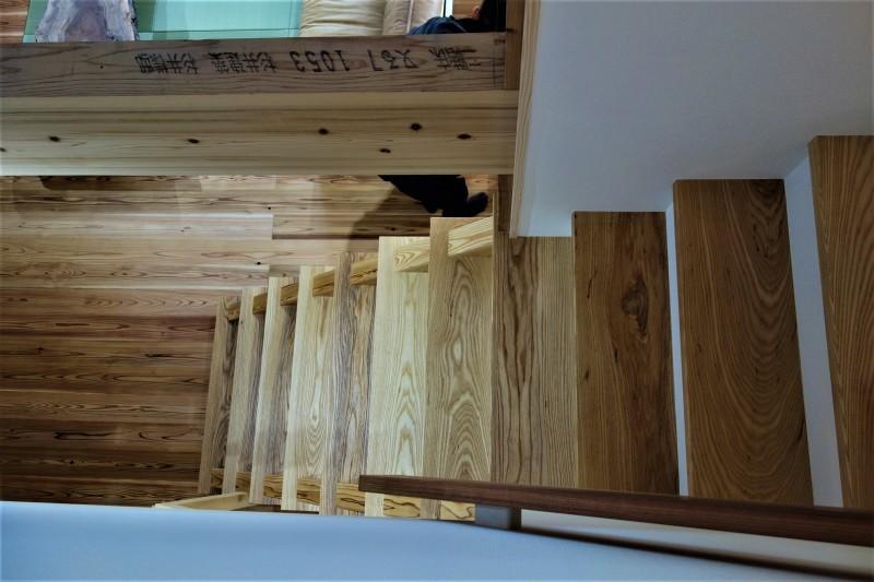 一枚板 木の階段 ブラウンアッシュ_e0156341_06535944.jpg