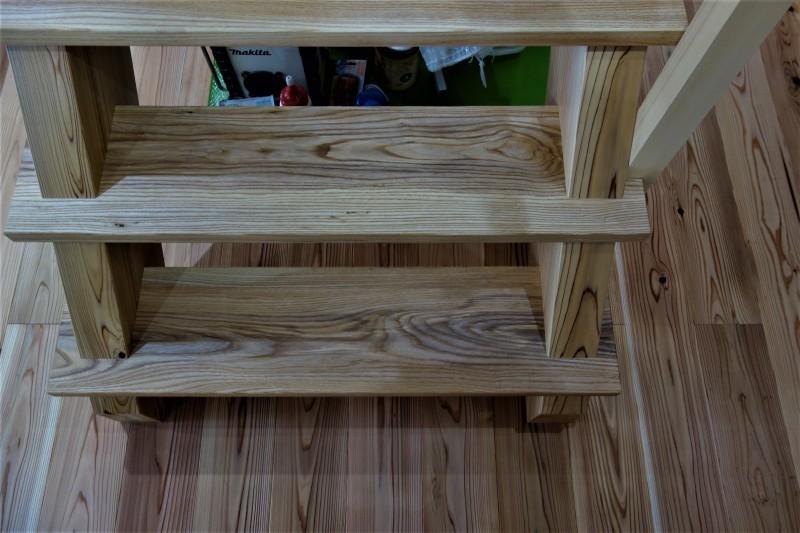 一枚板 木の階段 ブラウンアッシュ_e0156341_06540235.jpg
