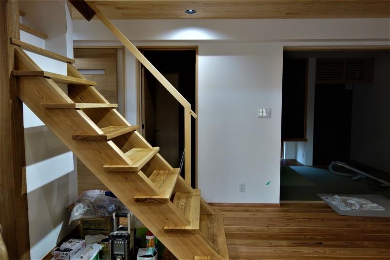 一枚板 木の階段 ブラウンアッシュ_e0156341_06542266.jpg