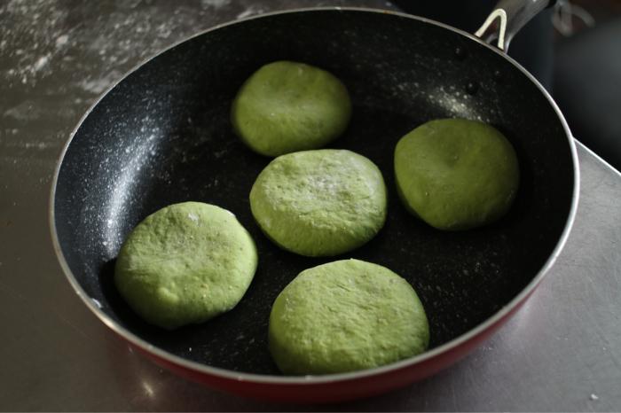 自家製ホップ酵母を使ってフライパンで気軽に「抹茶あんぱん」_c0162653_13465448.jpg