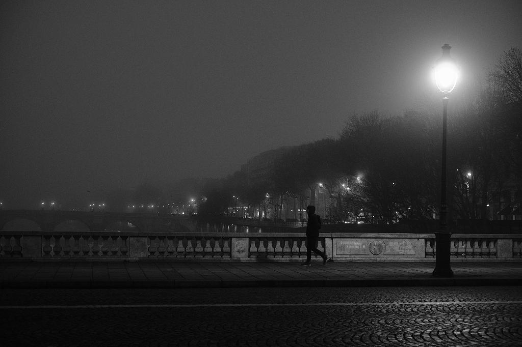 2020年1月25日 パリ 夜明けの石畳_f0050534_17274923.jpg
