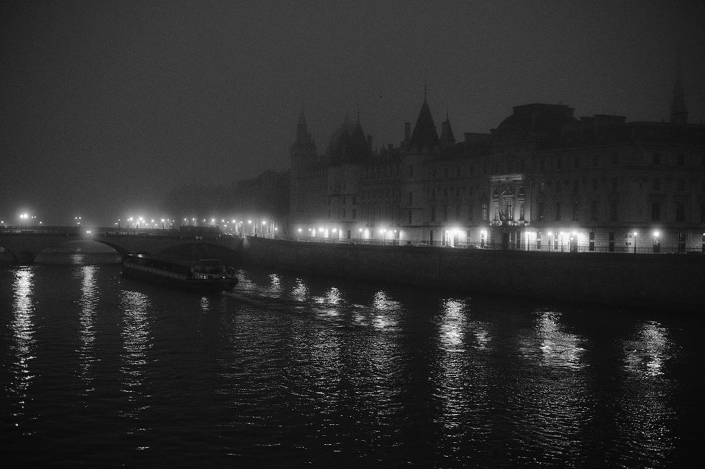 2020年1月25日パリ 夜明け_f0050534_17353309.jpg