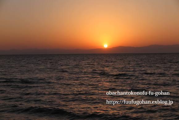昨日の夕陽_c0326245_09140886.jpg