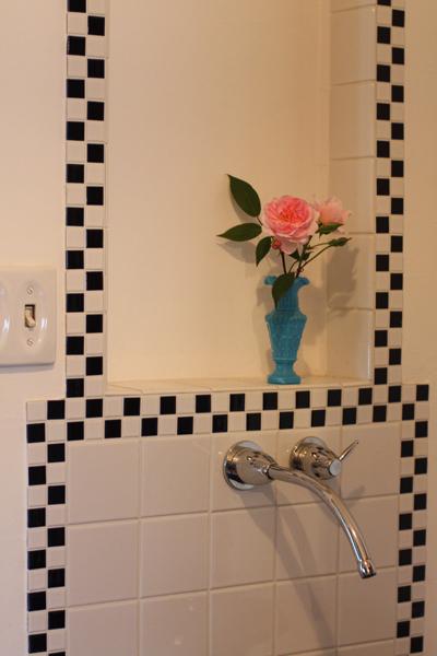 バラがあるだけで部屋が華やぎます_e0333647_16385455.jpg