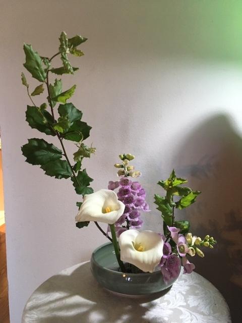 庭にある花で生け花を試みる_e0350971_23570501.jpg