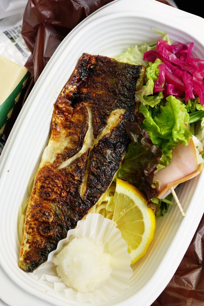 ウチで食べよう 那覇のお弁当 48PANの野菜もりもり弁当と九州味処すかぶら塩さば弁当_b0049152_18243121.jpg