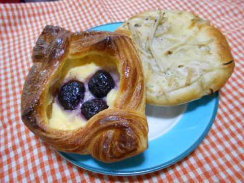 今朝はお気に入りのパン屋さんへ_f0019498_08510132.jpg
