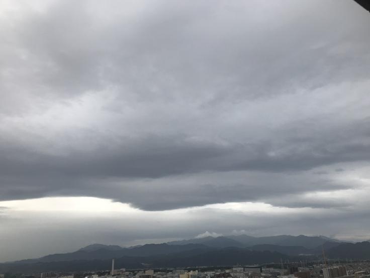 おはよう丹沢!重たい雲が。_c0212604_6295258.jpg