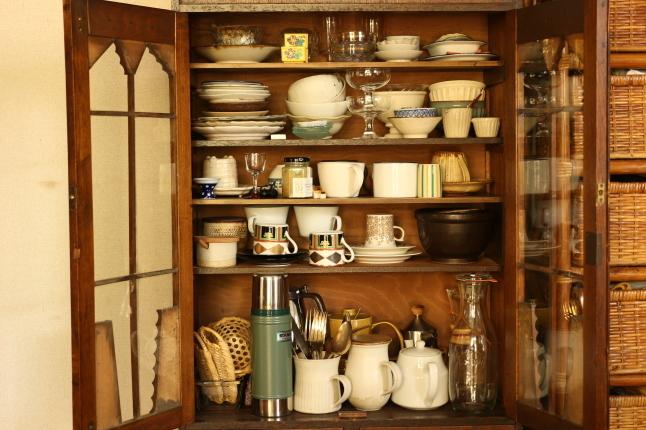 梅雨入り前のお掃除スタート、まずはお気に入りの食器棚から_f0354014_17513847.jpg