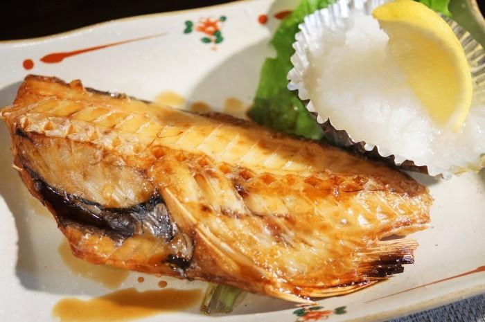 ■昼ご飯【竹の子ベーコン入りチャーハン/赤魚の焼き魚】_b0033423_11272299.jpg
