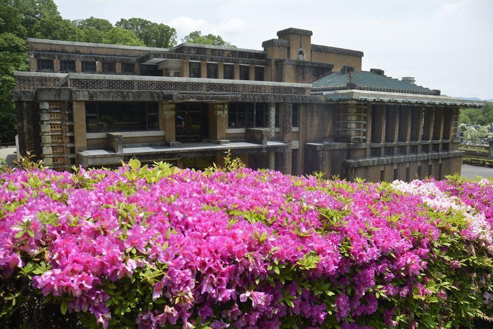 帝国ホテル中央玄関とツツジの花_e0373930_10101723.jpg